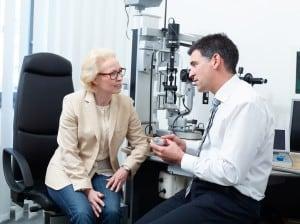 Augenarzt in der Sprechstunde