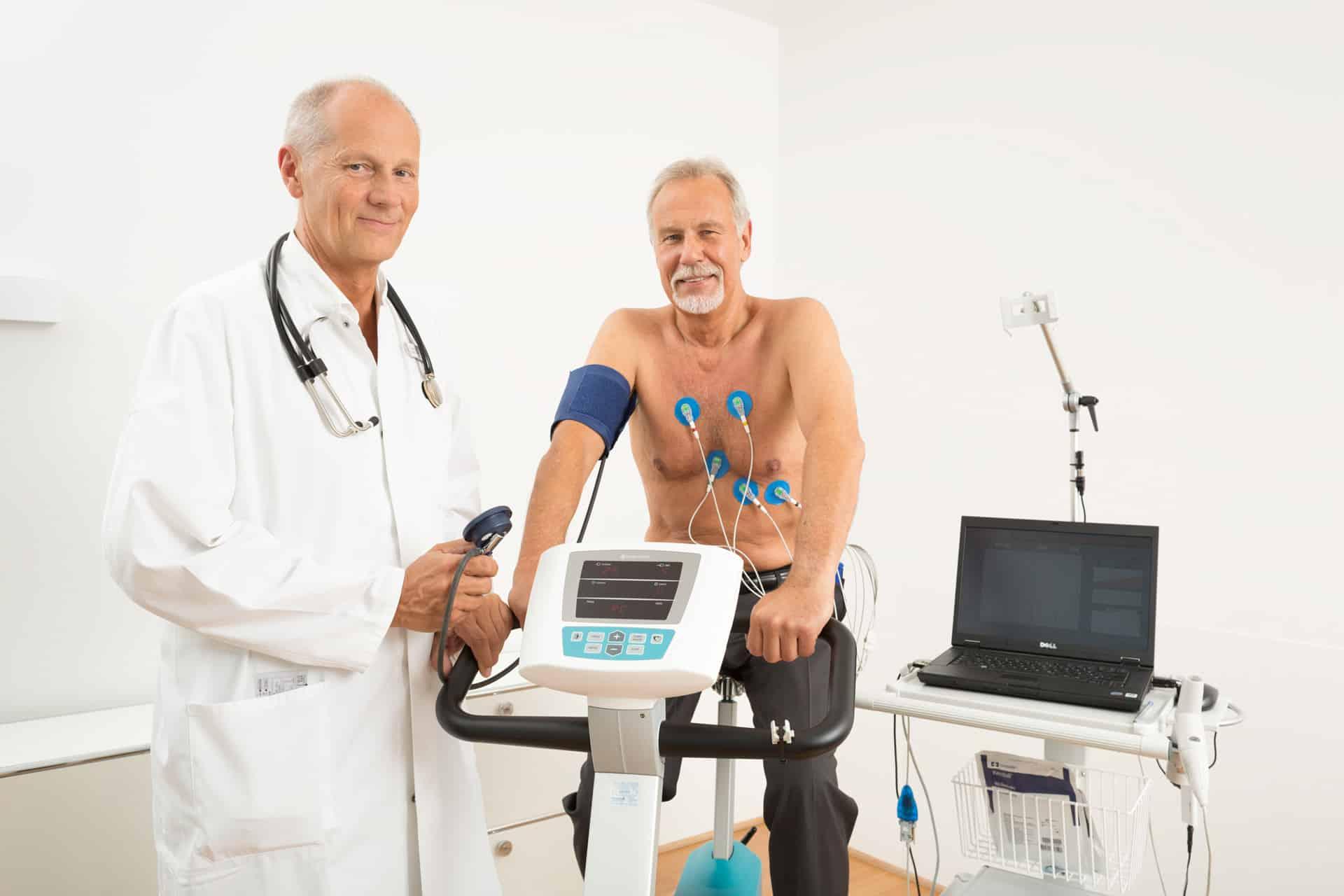 Belastungs-EKG auf dem Fahrradergometer