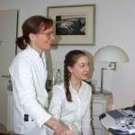 Dr. med. Bettina Wolfgarten erklärt genau, was im Ultraschall zu erkennen ist.