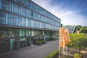 Eingang der Beta Klinik in Bonn